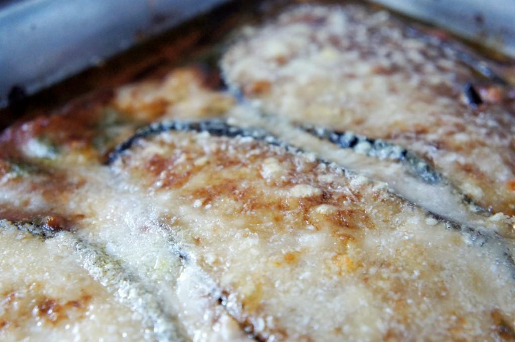 Aubergine-gratäng som nockar