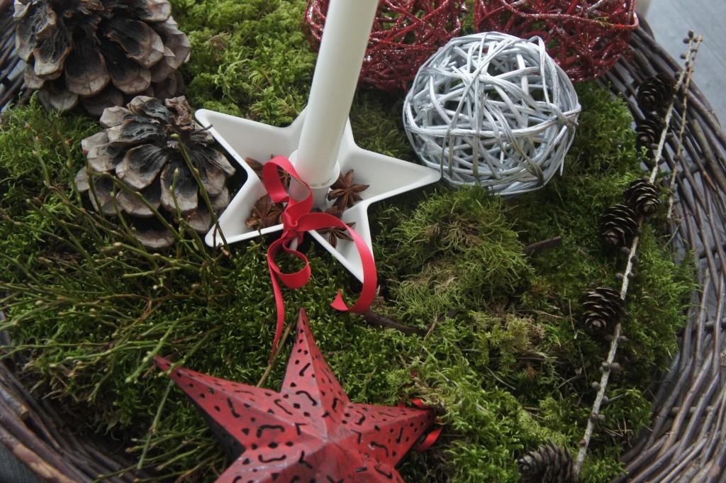 Nytt i huset, den söta vita ljusstaken i plåt. Hittade några stackars stjärnanis att dekorera med.