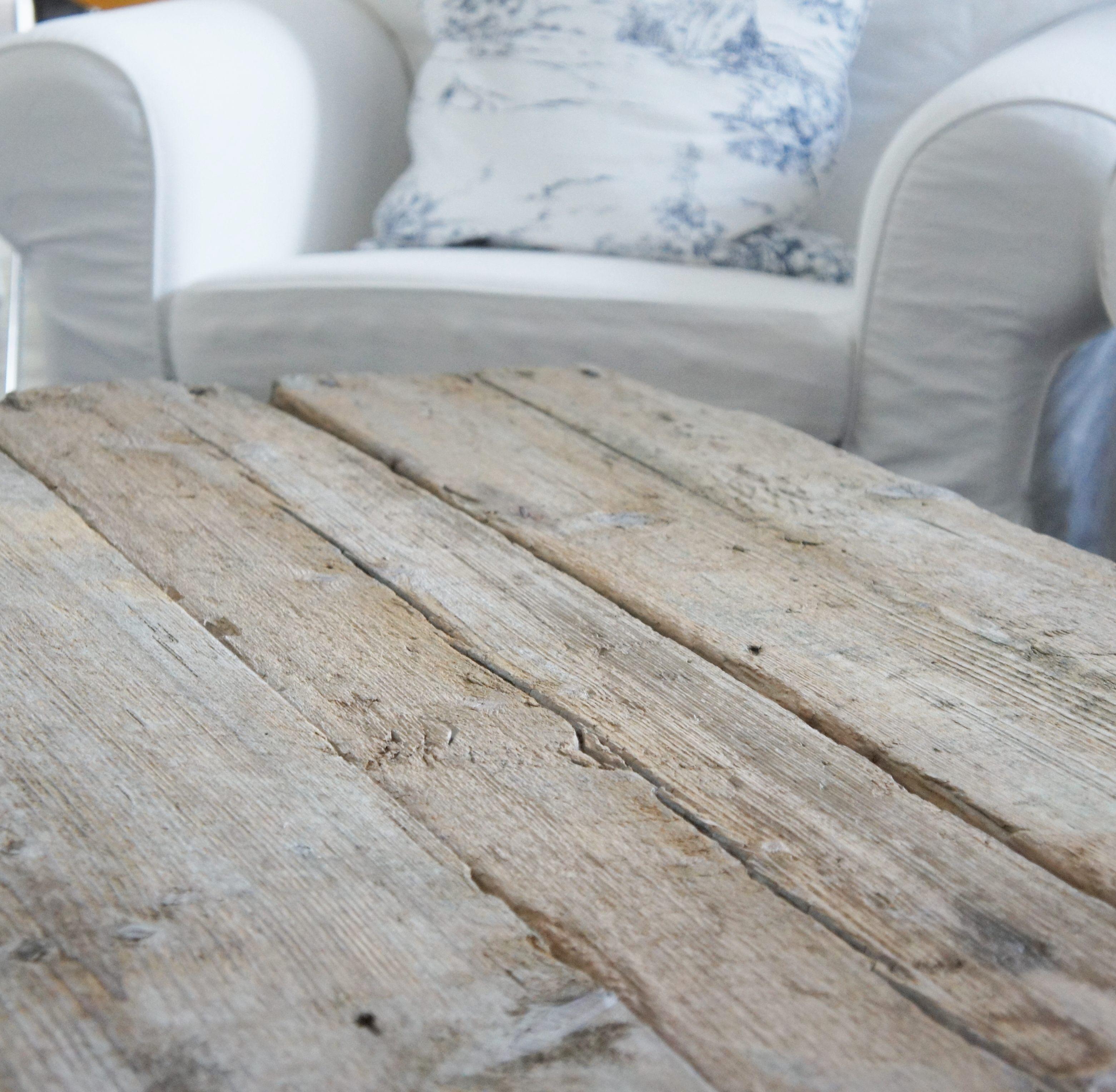 Kudde och fåtölj Ikea, soffbord egen design