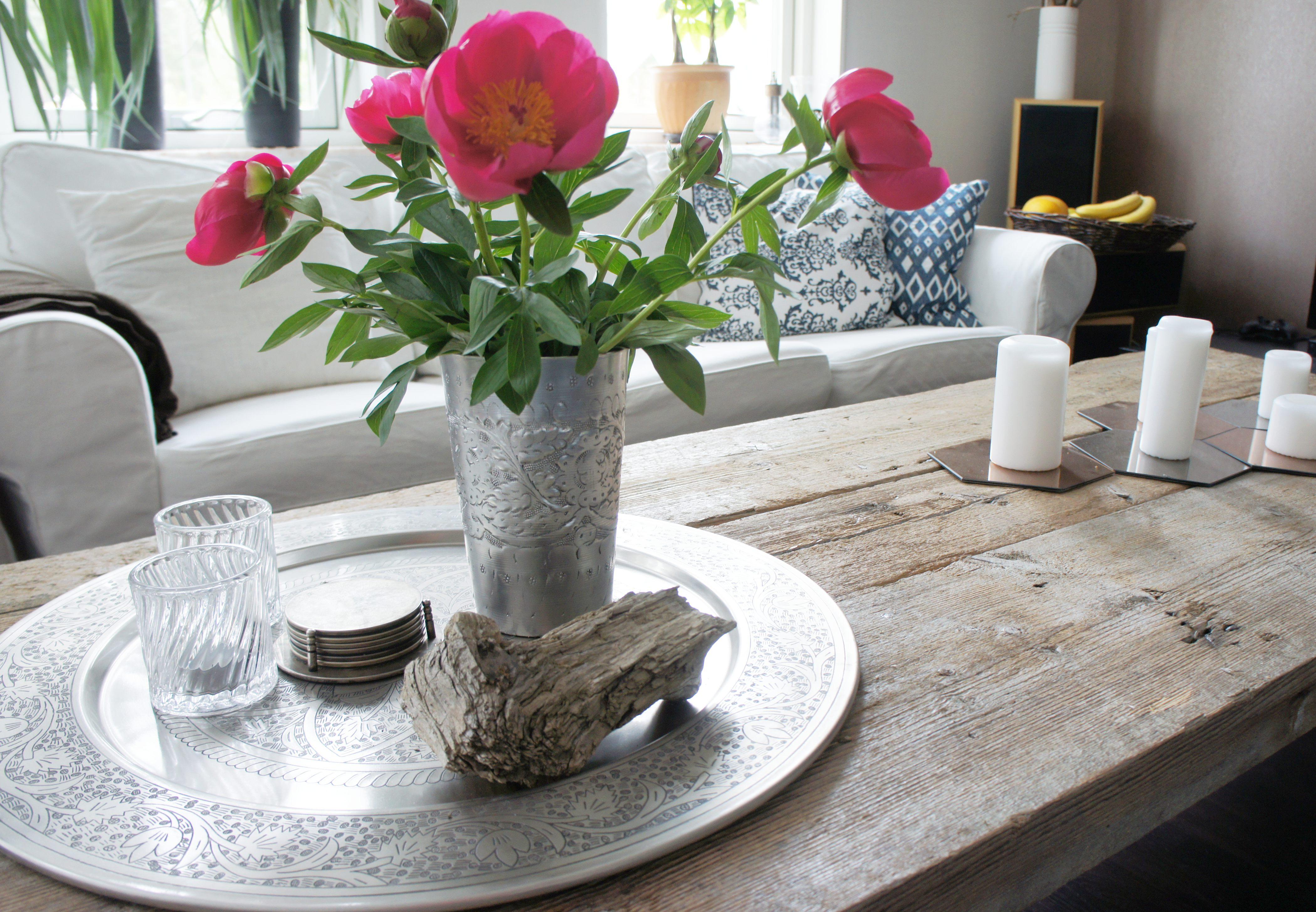 Ljusstakar TineK, Vas House doctor, ljus och speglar Ikea, kuddar Broste & Ceannis, bord egentillverkat