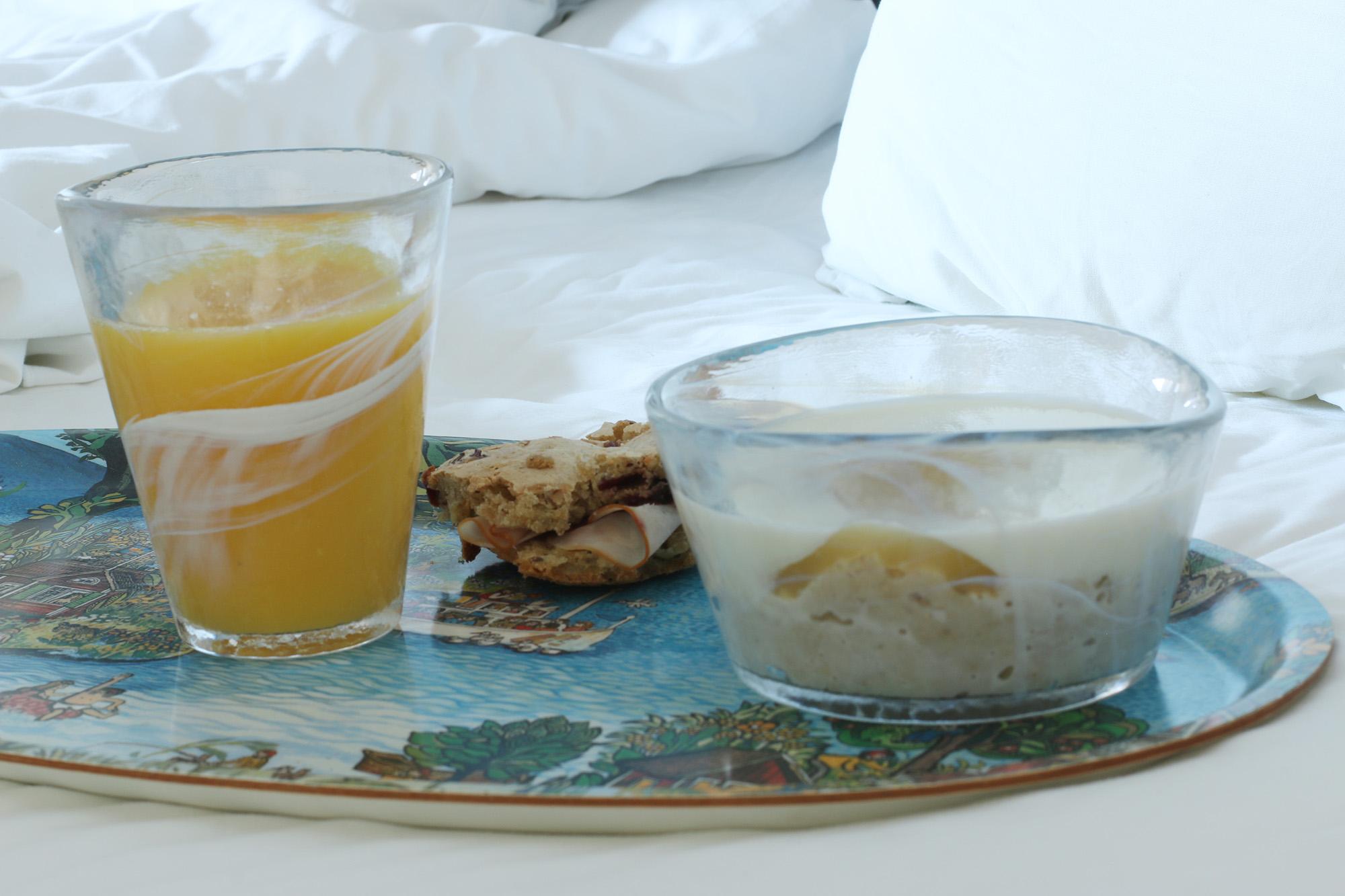 IMG_9975 frukost på sängen.
