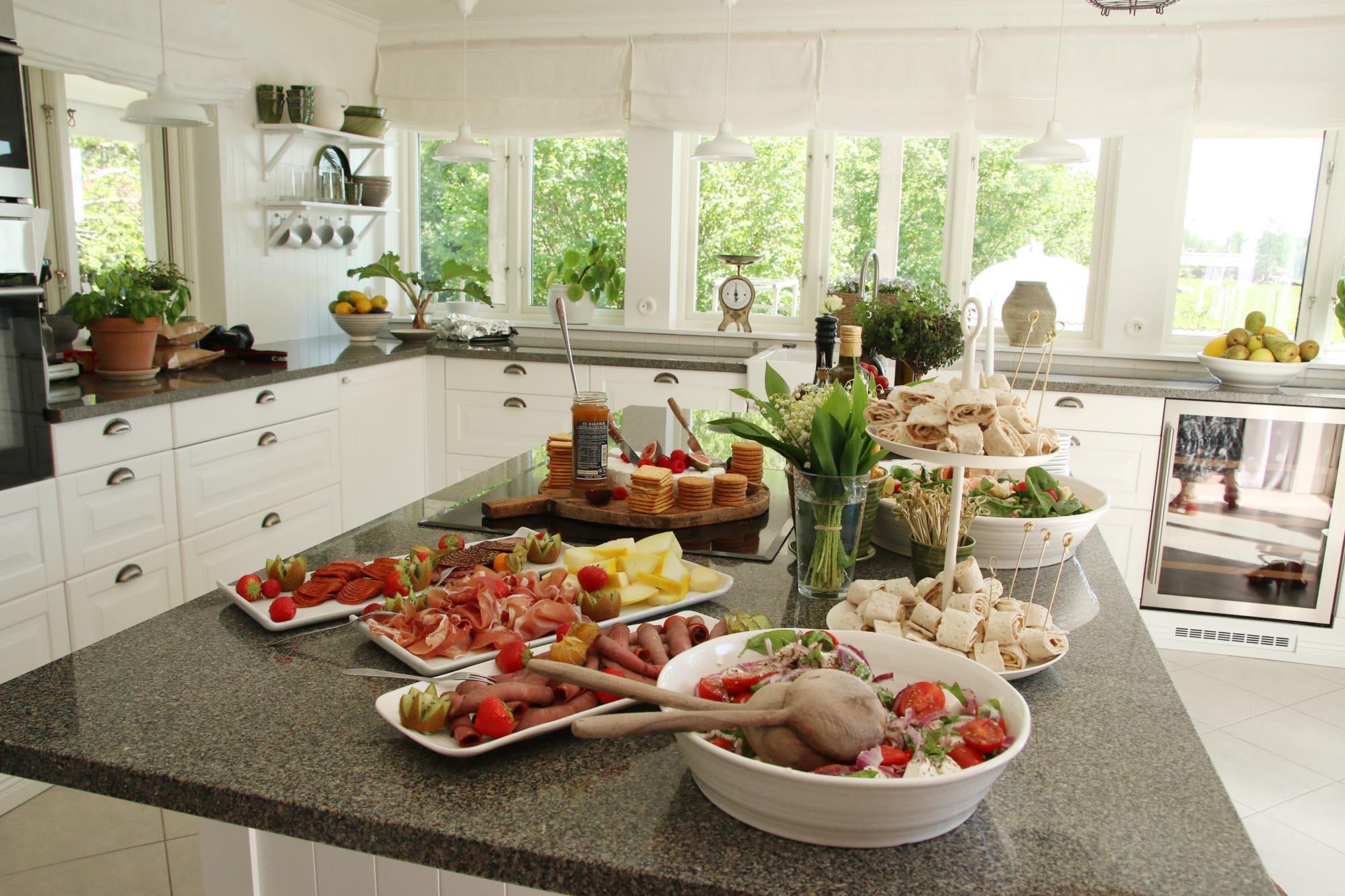 Mingelmat i vackert kök