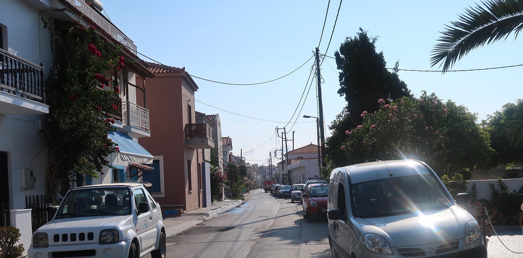 Längst bort i bild, ca 800 meter, ligger byns centrum.