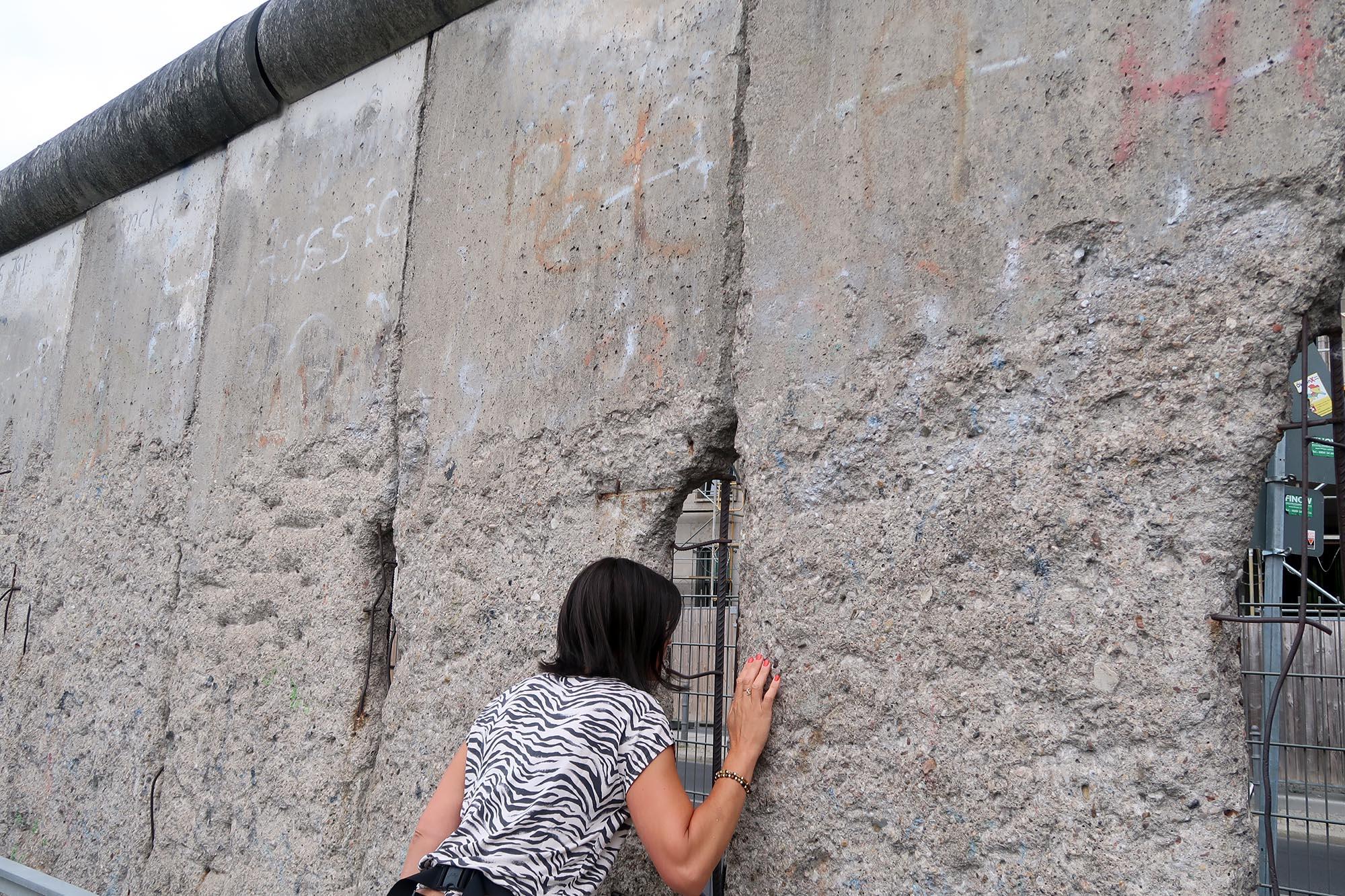 Berlinmuren var ganska hög, som ni ser