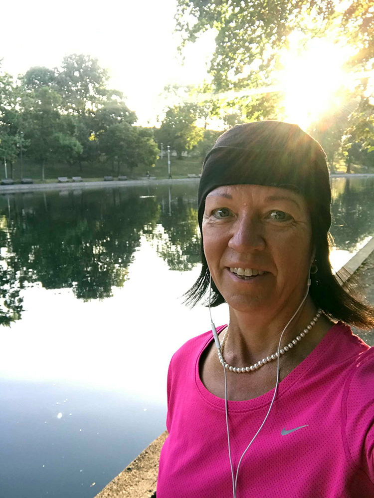 Morgonlöpning i Parc de Fontaine i Montreal