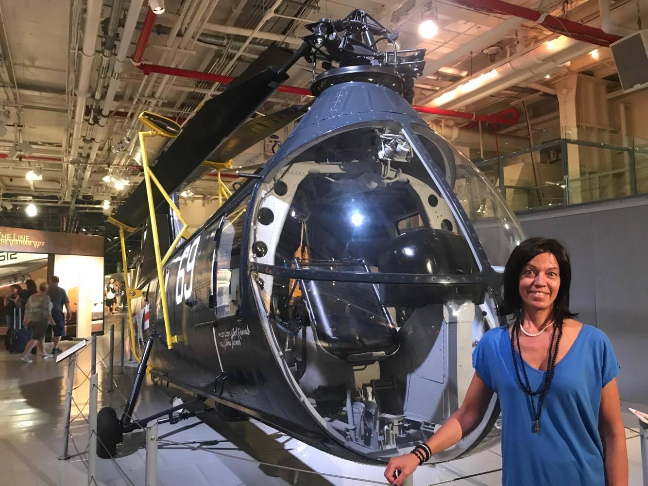 Hangarfartyget Intrepid rymmer även helikoptrar och flygplan inuti fartyget.