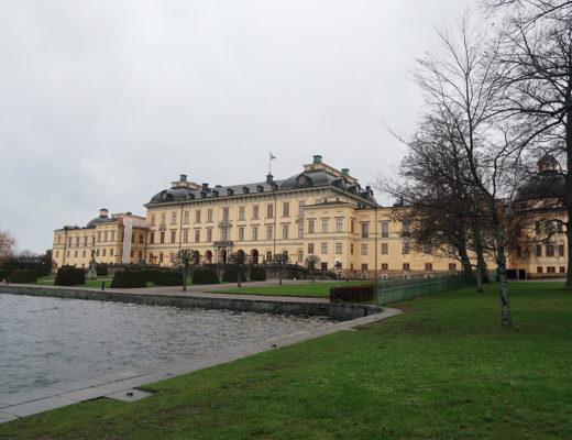 Det kungliga slottet Drottningholm vackert även en gråmulen dag.