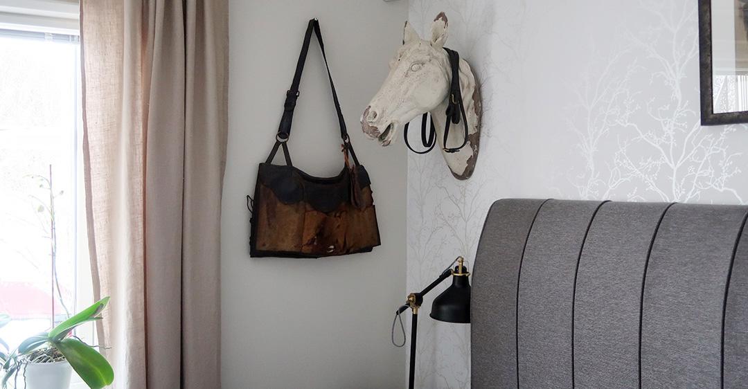 Är det hiss eller diss med ett hästhuvud på väggen?