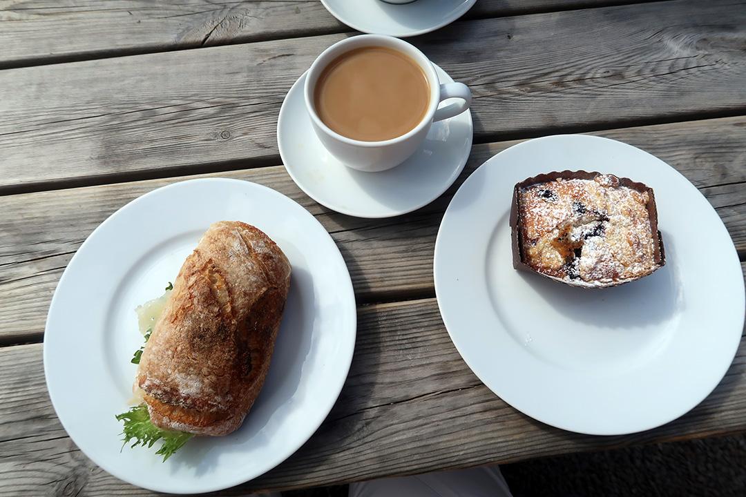 Fika på Artisan Bread på Kasernhöjden i Karlstad.