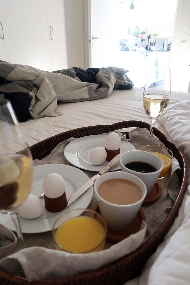 Låtsassover jag kanske det blir frukost på sängen.