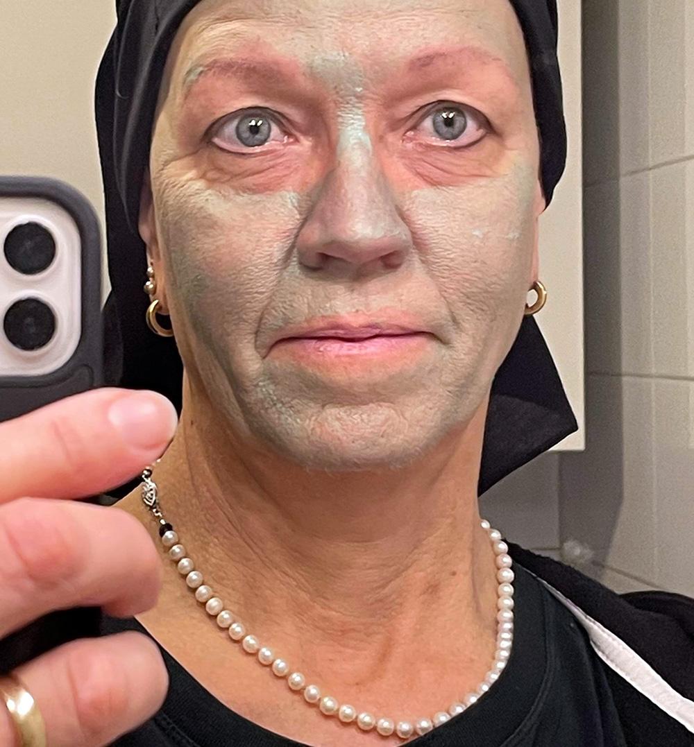 En ledig måndag med ansiktsmask