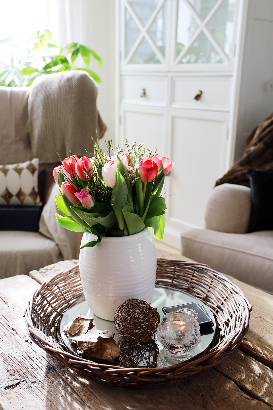 Romantik kan vara att köpa hem en blombukett